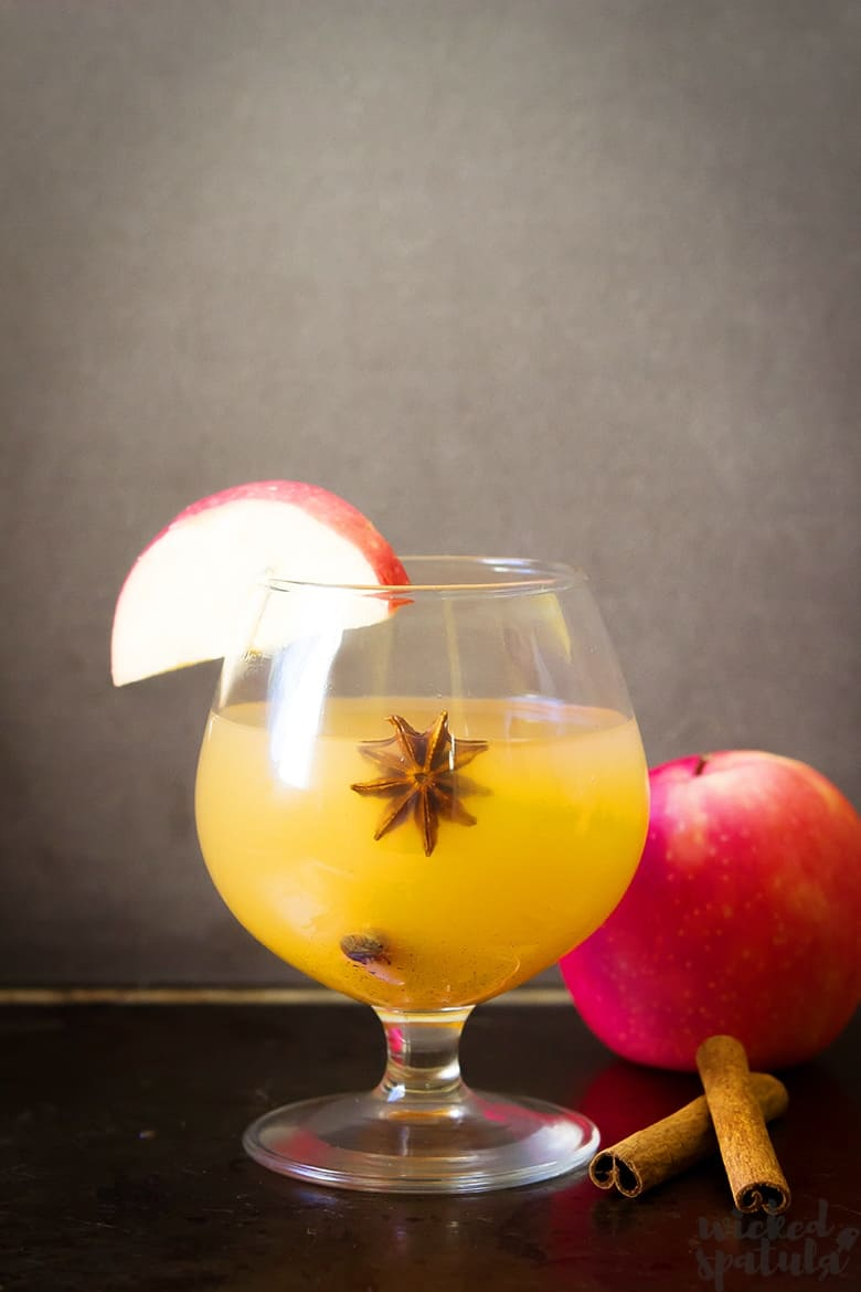 fall margarita with apple wedge