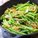 Green beens in a skillet