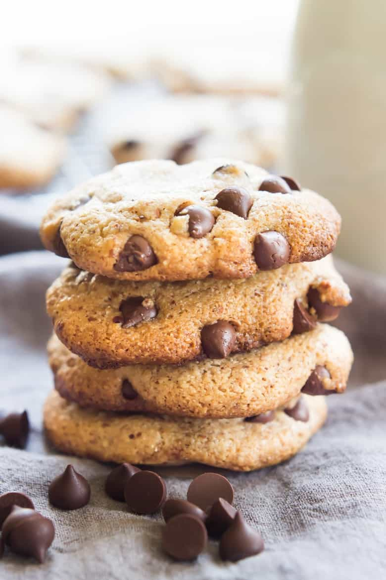 These one bowl Paleo Chocolate Chip Cookies are perfectly sweet, chewy ...