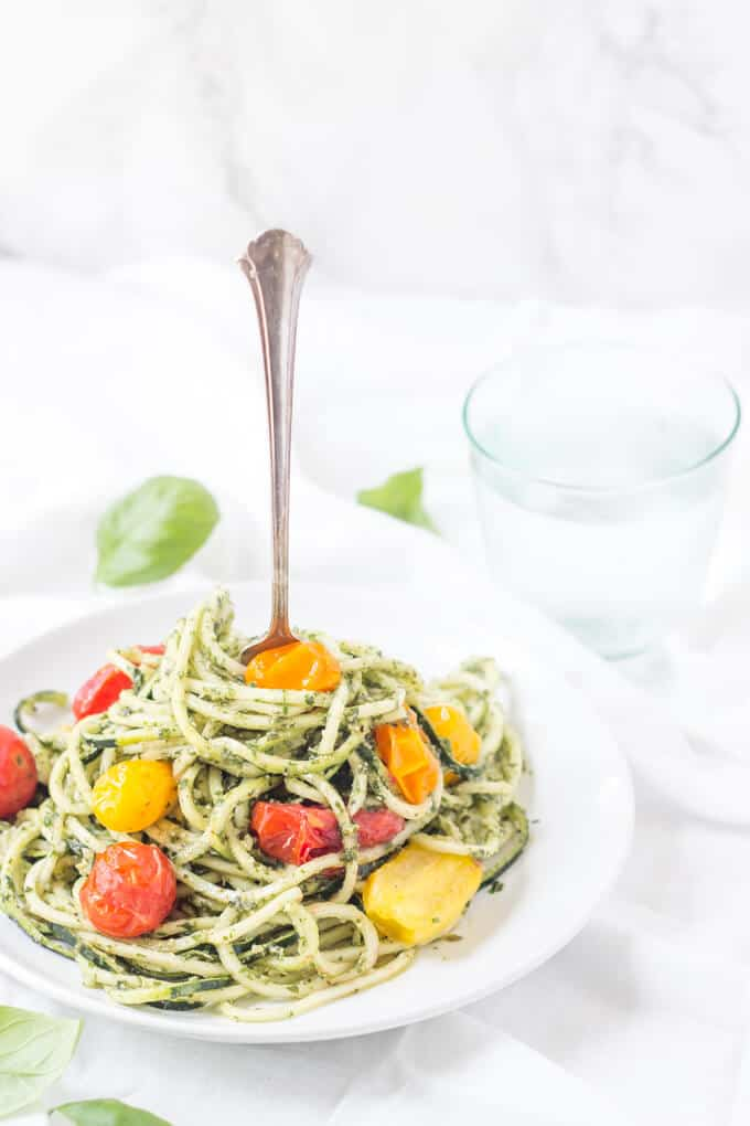 zucchini noodles with pesto and tomatoes