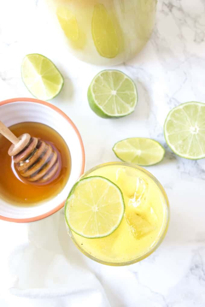 Blender Turmeric Lemonade - This anti-inflammatory drink is perfect for summer!