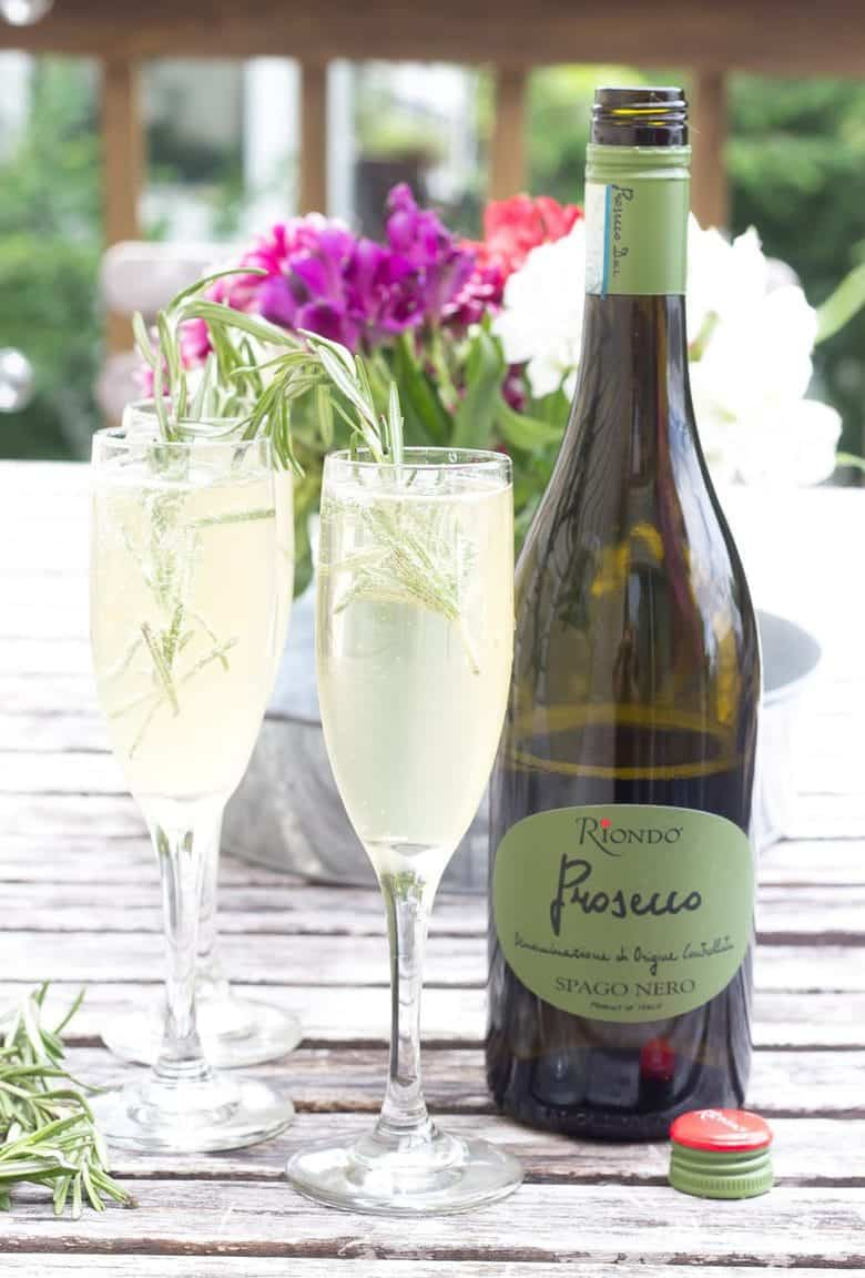 Riondo Makes Eating Alfresco a Bit More Bubbly
